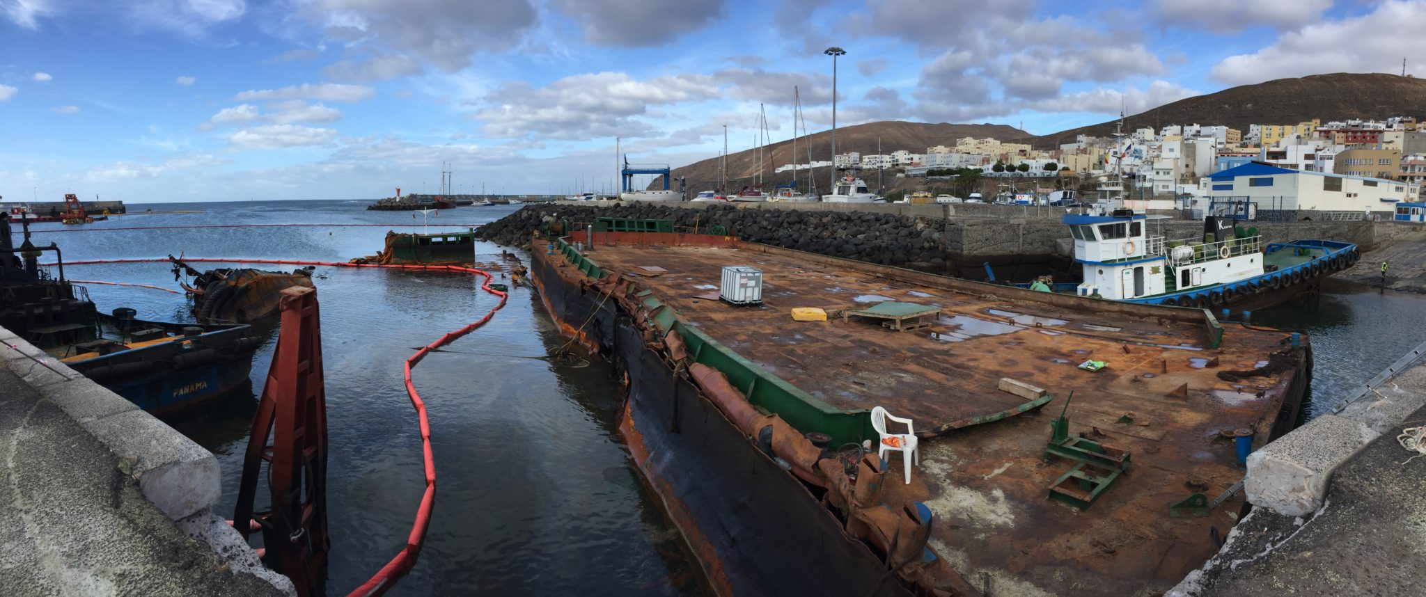 Canaria-island-disaster-port-torres-foamflex200-sponge-oilspill